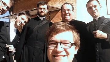 S bohoslovci z Česka a Brazílie na kopuli baziliky sv. Petra